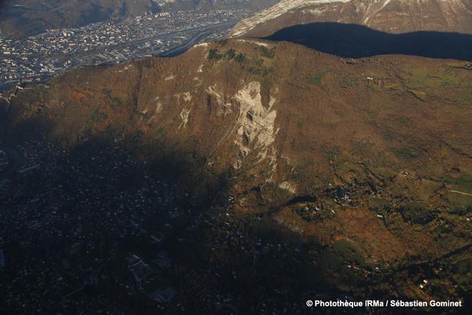 vue aérienne du mont Rachais à l'extrémité sud du massif de la Chartreuse