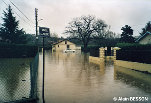 Crue du Garon des 2 et 3 décembre 2003 à Montagny